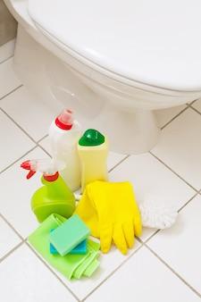 クリーニングアイテム手袋ブラシ白い便器バスルーム