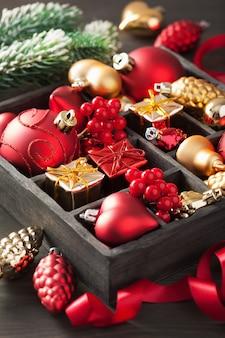 クリスマスギフトと木製の箱の装飾