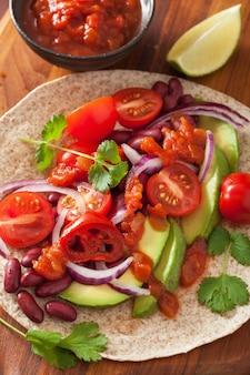 Веганские тако с овощами, фасолью и сальсой