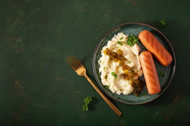 マッシュしたカリフラワーと焼きソーセージ。ケトジェニック古ダイエットランチ