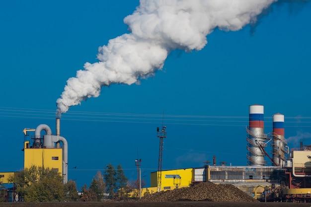 工場の煙による大気汚染