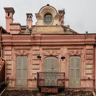トビリシのアバノツバニの歴史的部分にあるオープンバルコニー