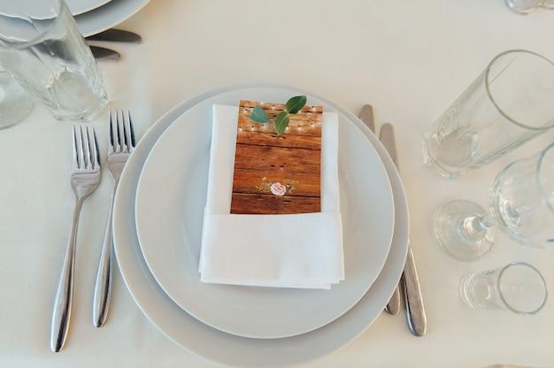 結婚式またはその他のイベント用のテーブルセット