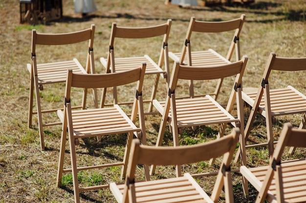 Набор стульев на свадьбу или другое событие.