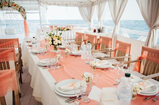 海沿いのテーブル