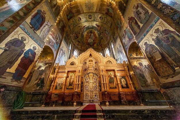 ロシアのサンクトペテルブルクの血の上の救世主教会の内部