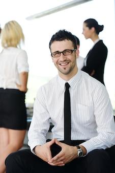 オフィスで成功したビジネスマン