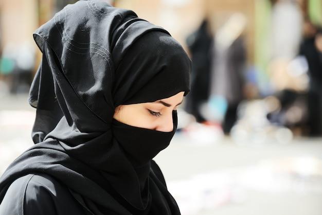 Мусульманка с вуалью