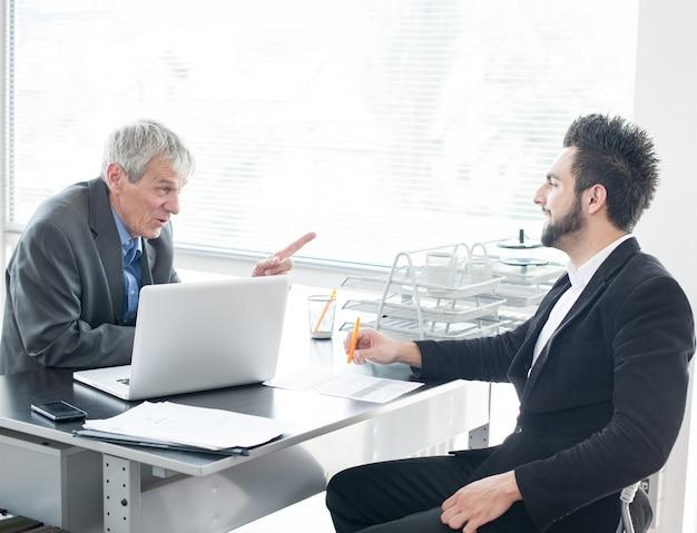 新しいビジネスマンとエグゼクティブのための就職面接