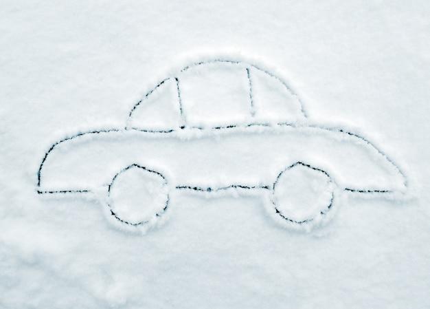 Ручной рисунок автомобиля на снегу