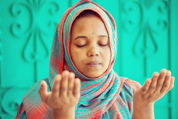 アフリカのイスラム教徒の女の子
