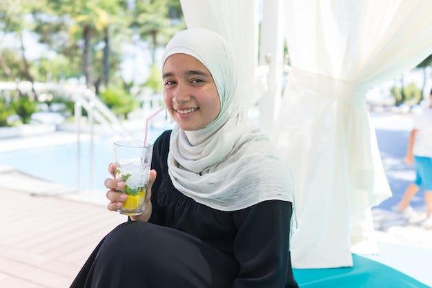 ヒジャブの女の子