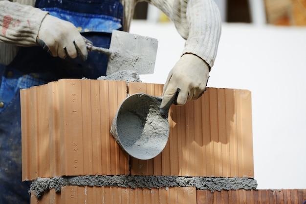 新しい家プロジェクトでの作業と建築