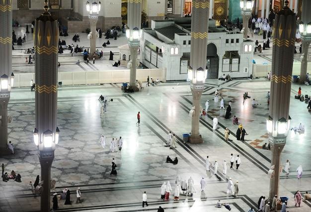 夜のマディーナモスク