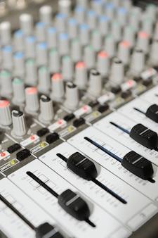 ボタン付きラジオミキサー