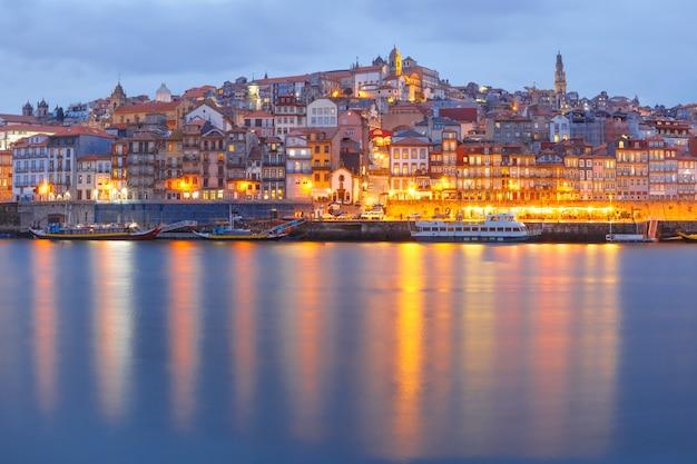 Старый город порто ночью, португалия