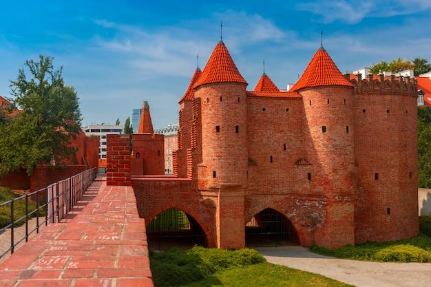 ポーランド、ワルシャワの旧市街のバービカン