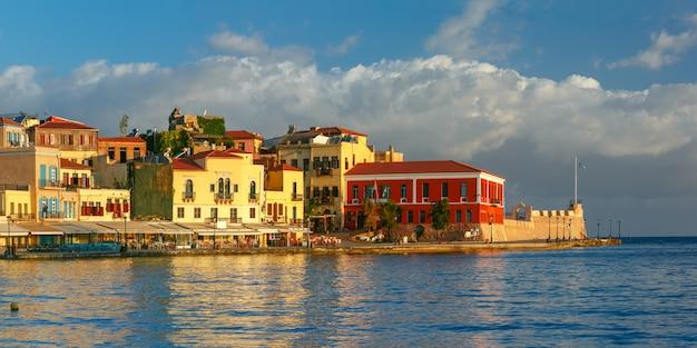 パノラマの古い港、ハニア、クレタ島、ギリシャ