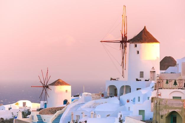 イア日没時、サントリーニ島、ギリシャ