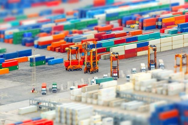 貨物港とコンテナーターミナル、バルセロナ