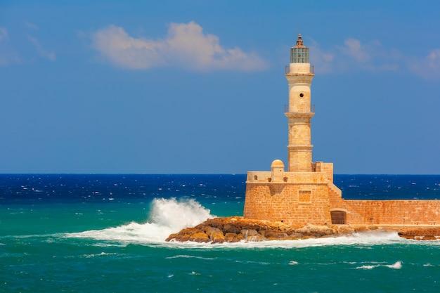 古い港、ハニア、クレタ島、ギリシャの灯台