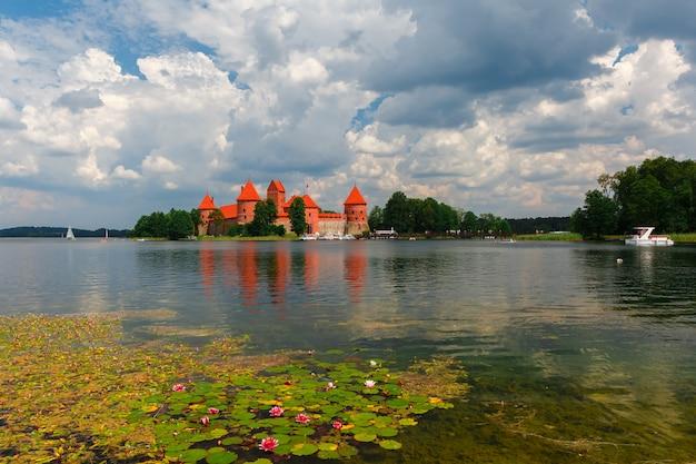 Тракайский замок в летний день