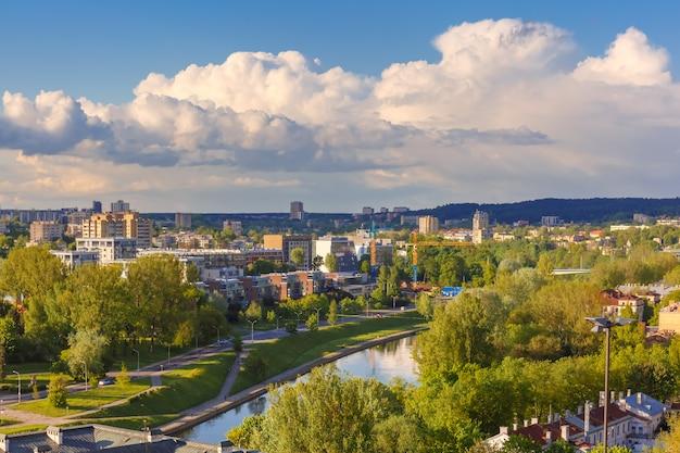 リトアニア、ビリニュスの街並み。ゲディミナス塔からの眺め。