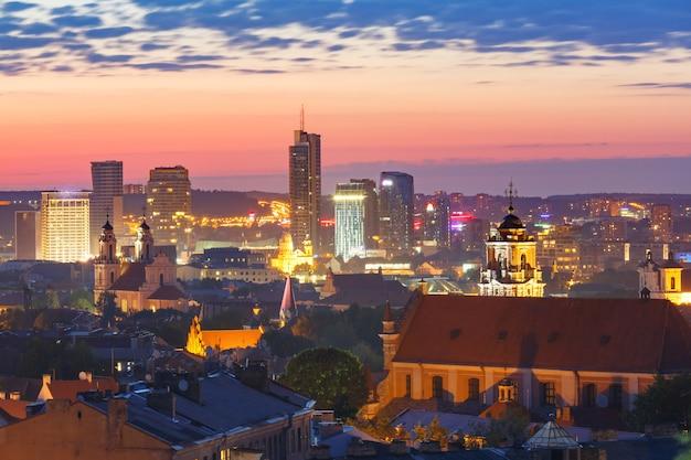 旧市街と高層ビル、ビリニュス、リトアニア
