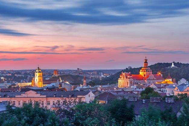 日没、ビリニュス、リトアニアの旧市街