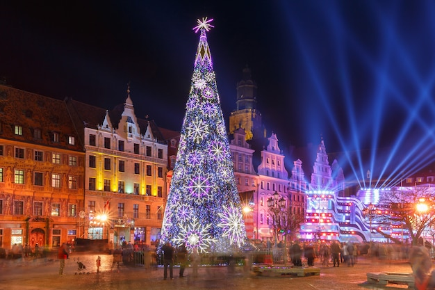 ポーランド、ヴロツワフのマーケットスクエアでの光レーザーショー