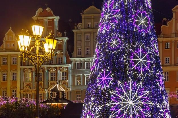 クリスマスの夜、ヴロツワフ、ポーランドのマーケット広場
