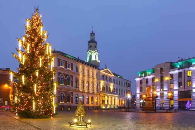 Ратушная площадь в старой риге, латвия