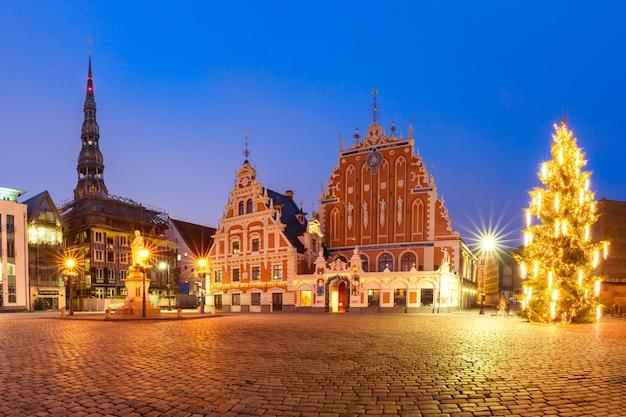 ラトビア、リガの旧市街の市庁舎広場