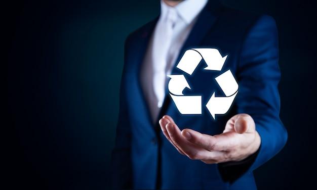 リサイクルコンセプト男の手