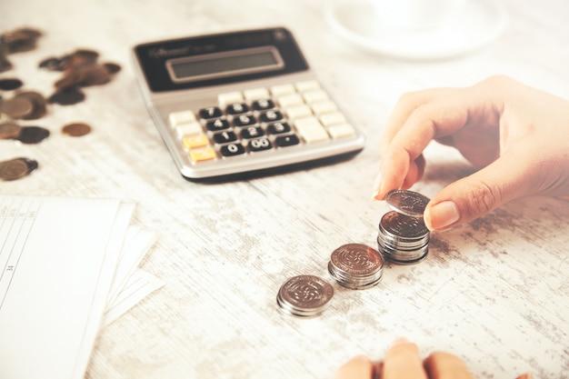 Ручные монеты с калькулятором
