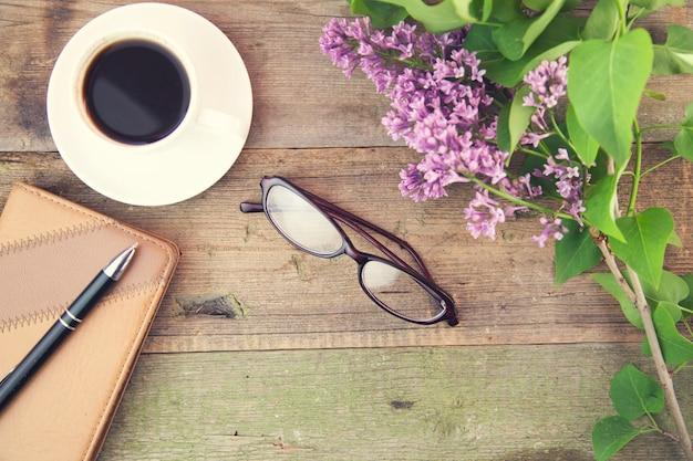 コーヒー、グラス、ライラック