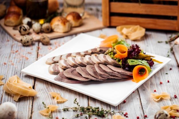 Казахская национальная традиционная конская колбаса казы
