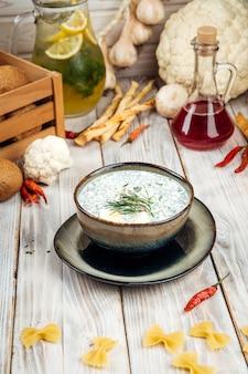 夏の冷製スープロシア料理オクローシカ