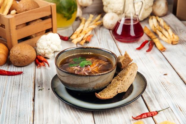 Острый суп из говяжьей фрикадельки с домашней лапшой