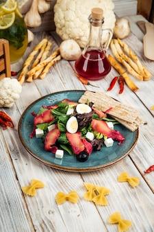 Салат с форелью, рыбой, оливками фета, лимонной заправкой