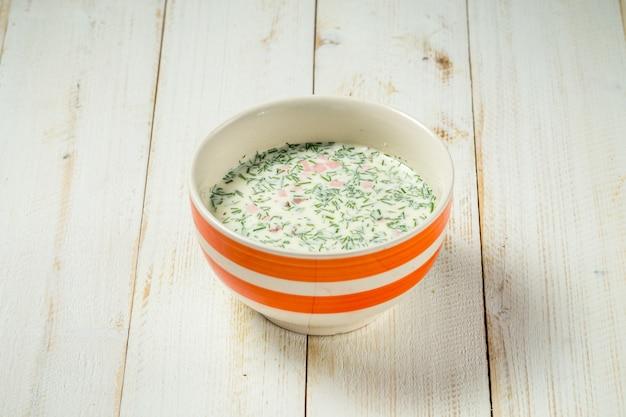 ロシアの郷土料理の冷製スープオクローシカ