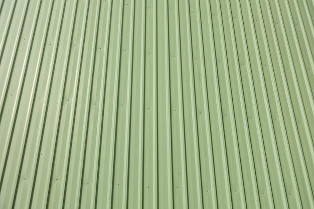 建物のグリーンメタルサイディング