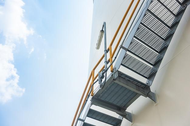 工場のスチール階段