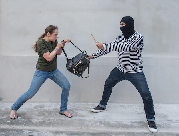 泥棒保持ナイフ略奪女性、スクランブルバッグ