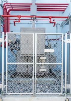 発電所の高電圧変圧器と火災制御システム