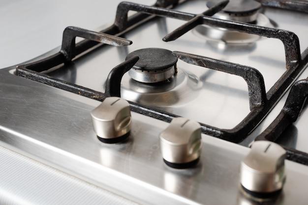 Чистая и аккуратная поверхность газовой плиты