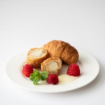 バニラクリームとラズベリーのクロワッサン