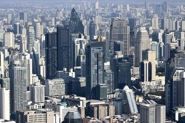 バンコクの現代的な建物の航空写真