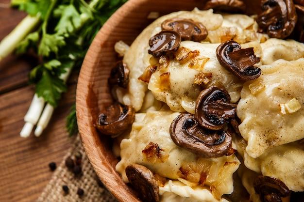 Традиционная украинская еда - вареники вареники