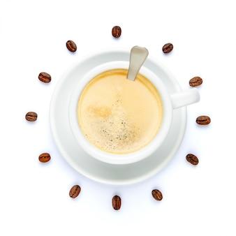 Чашка кофе стилизованная под часы на белом фоне